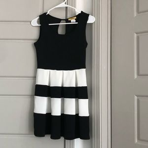 Black and white pleated dress with keyhole back
